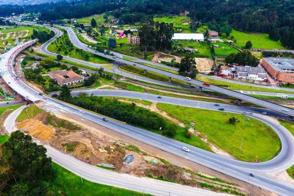 Puente del Común en Chia Cundinamarca. Inspección de obras de ingeniería con drones.