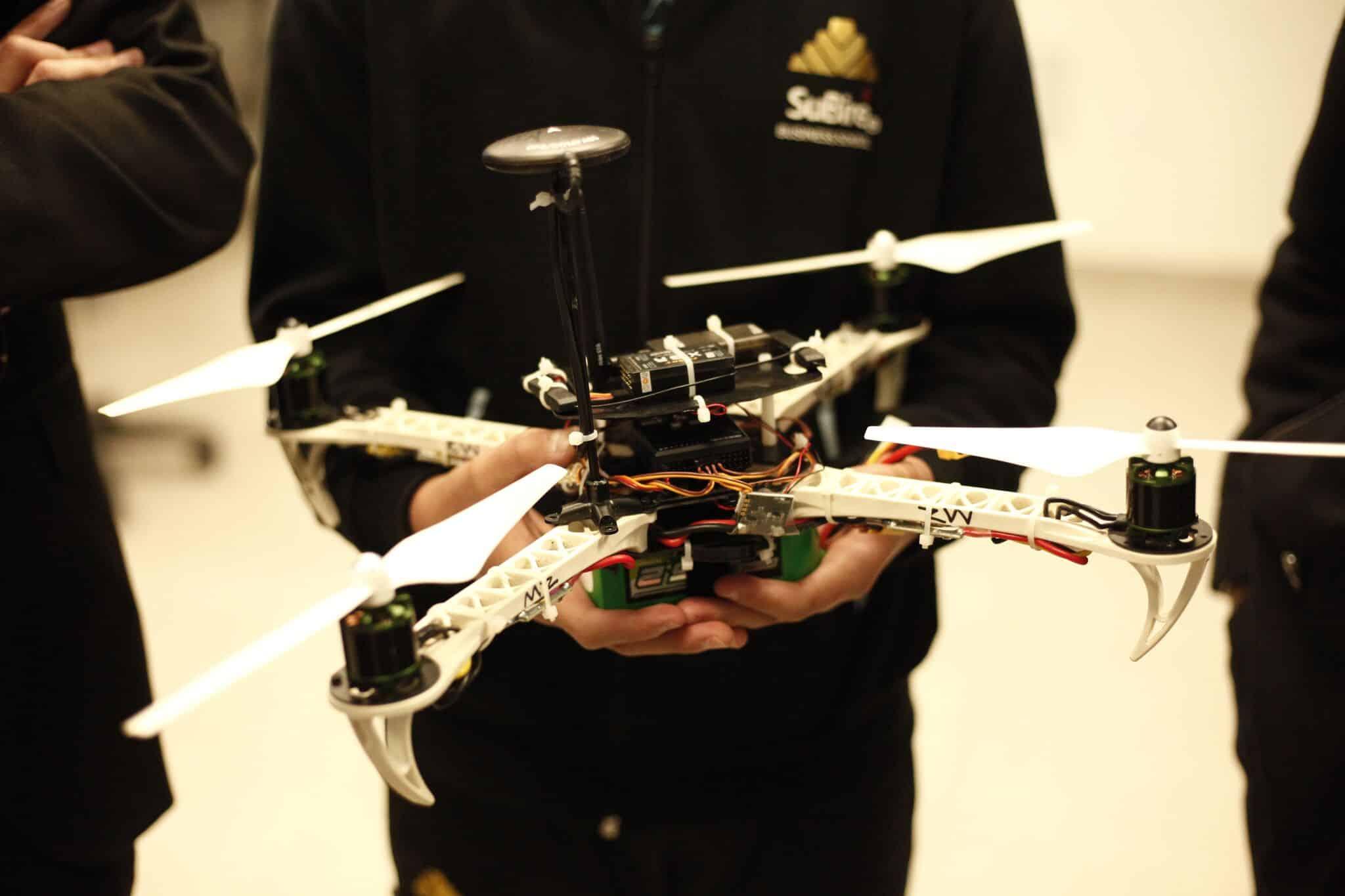 Un grupo de estudiantes mexicanos crean un drone anti bullying.