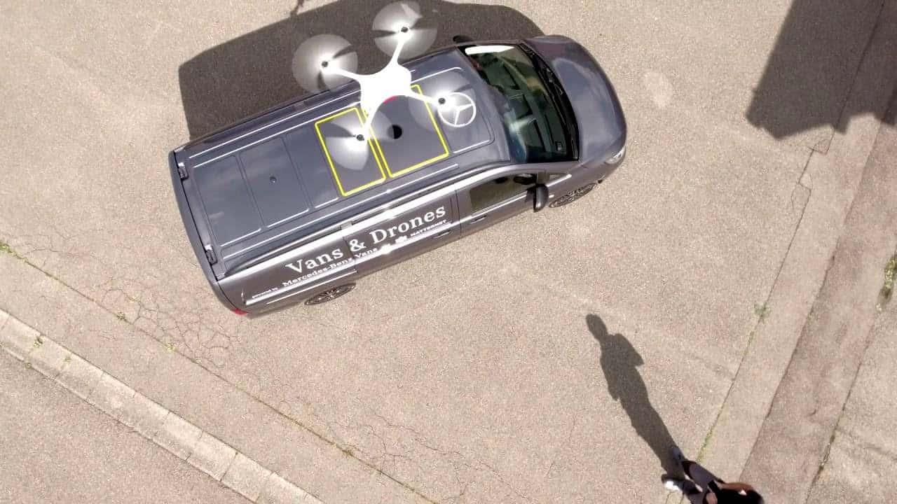 Mercedes Benz y Matternet crean una camioneta para drones de reparto.