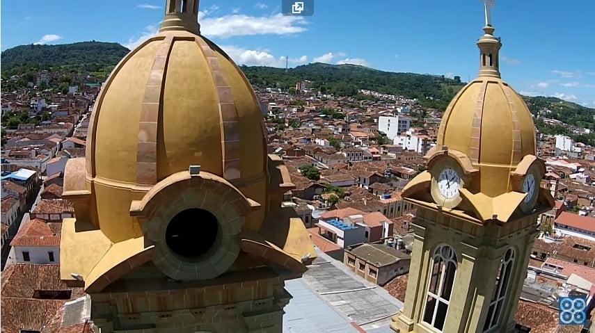 Drones Colombia: Basílica Socorro Santander. Drones Sky Zoom.