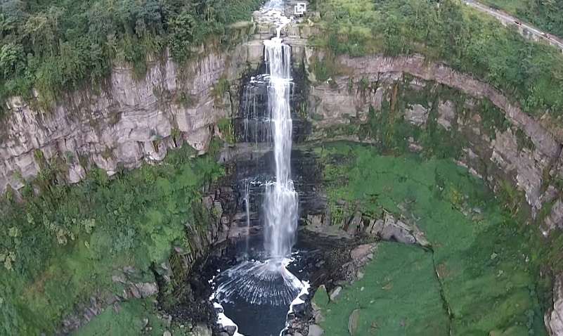Salto del Tequendama en Cundinamarca desde un dron.