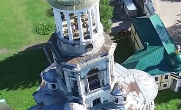 Drone graba a pareja teniendo sexo en Rusia.