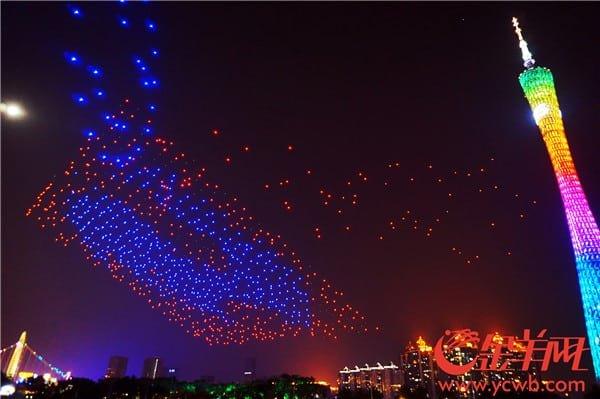 Festival de las linternas en china establece un nuevo recor mundial con 1000 drones volando.