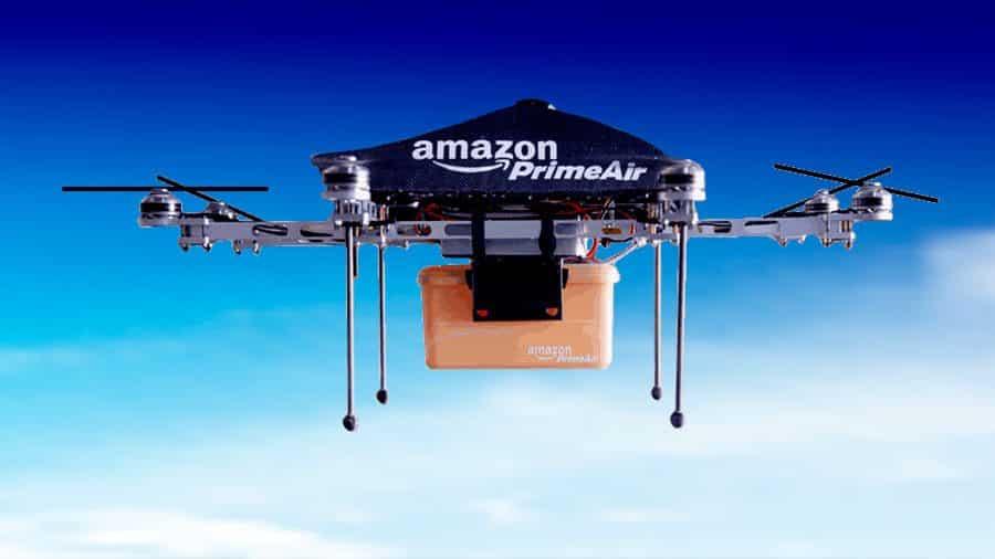 Reparto de paquetes con paracaídas con drones de Amazon.