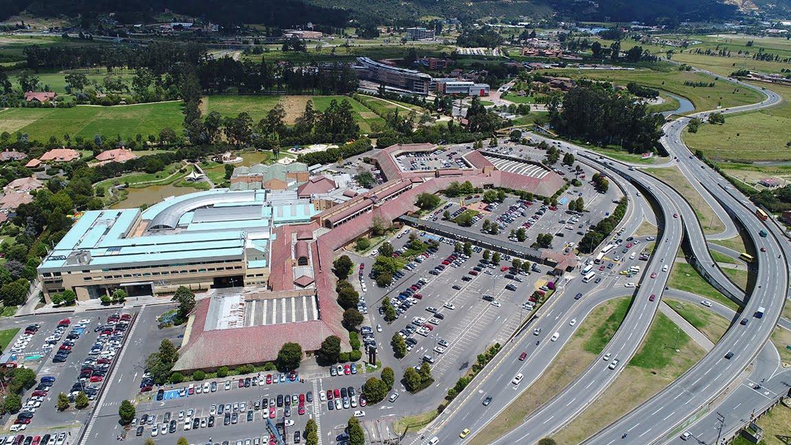 Inspección cubiertas de edificios con dron